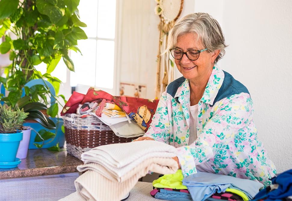 Glad senior ordner vasketøj